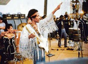 Jimi_Hendrix_performing_%22The_Star_Spangled_Banner%22_at_Woodstock,_August_18,_1969
